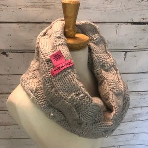 Betsey Johnson Accessories - Betsey Johnson Faux Pearl Knit Neck Warmer